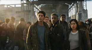 69C-4a_2880x1620_R_CROP (L-R) Thomas (Dylan O'Brien), Newt (Thomas Brodie-Sangster), Cranks leader Jorge (Giancarlo Esposito), Frypan (Dexter Darden) and Brenda (Rosa Salazar). Photo credit: Courtesy Twentieth Century Fox
