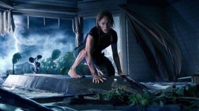 sinopsis-film-crawl-yang-tayang-10-juli-2019-tentang-teror-buaya-di-tengah-badai